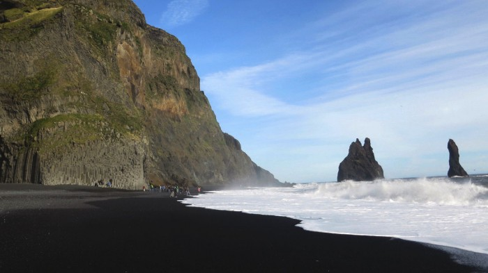 Islandes melno smilšu pludmale