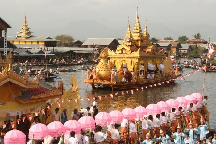 Martin H. Petrich_MYA_Inle Phaung-Daw-U-Fest (153)